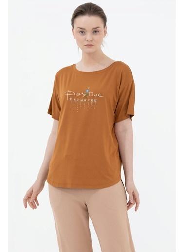 Sementa Arkası Uzun Nakış Detaylı Rahat Kalıp Tshirt - Tarçın Kahve